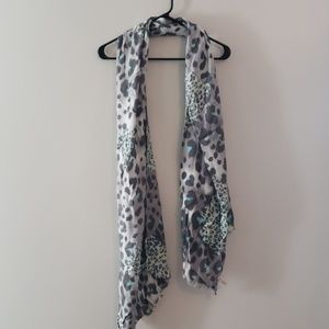 🧣 Gray and Blue Leopard Print Scarf $7 or 2/$10
